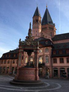 Historischer Marktbrunnen in der Mainzer Innenstadt
